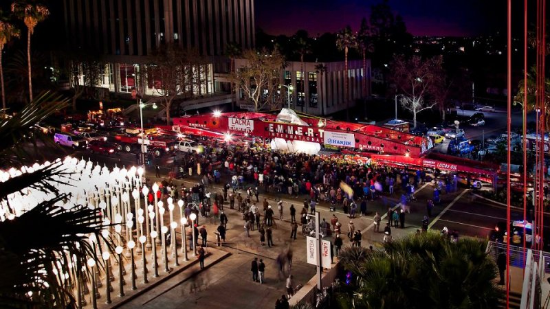 Wilshire Drive closes for Levitated Mass